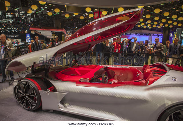 Paris, France. 29th Sep, 2016. A Renault concept car is presented on the first day of the press days of the Paris - Stock Image