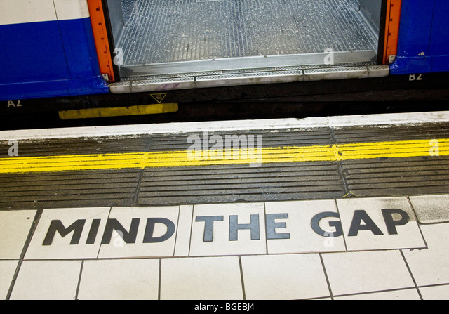 Mind the gap sign between train and a platform in  the London Underground. - Stock-Bilder