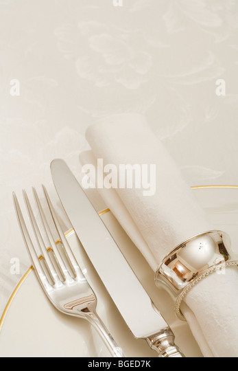 Place setting with cutlery, plate and napkin with copyspace - Stock Image