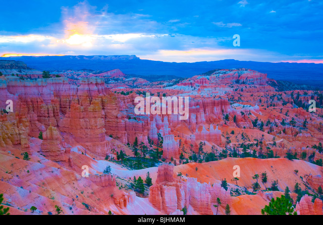 Sunrise over Bryce Amphitheater, Bryce Canyon National Park, Utah, Seen from near Sunrise Point, Pinnacles of Wasatch - Stock Image