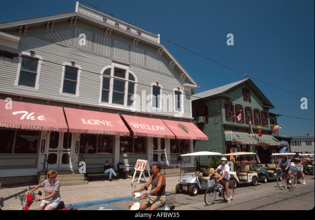 Ohio Lake Erie South Bass Put In Bay Catawba Avenue shops visitors on bikes golf carts - Stock Image