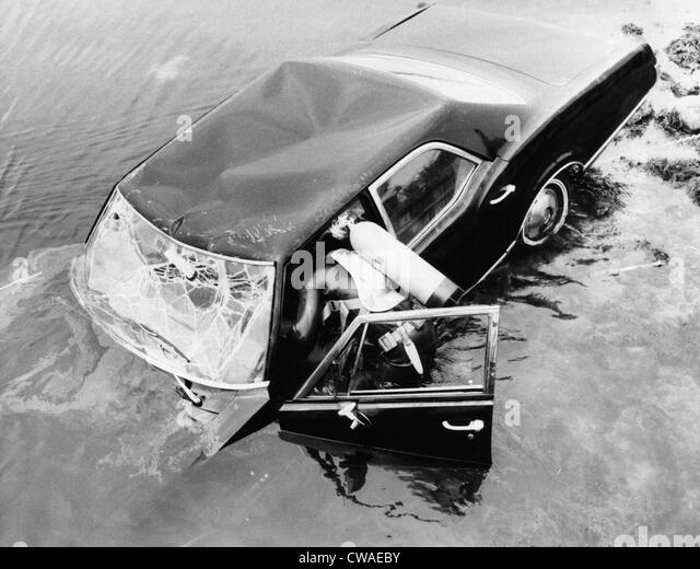 Diver investigating Edward Kennedy's 1967 Oldsmobile in Willamette River after July 18, 1969, accident that - Stock Image
