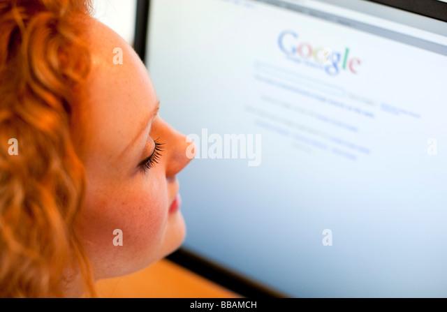Girl using 'Google' online - Stock Image