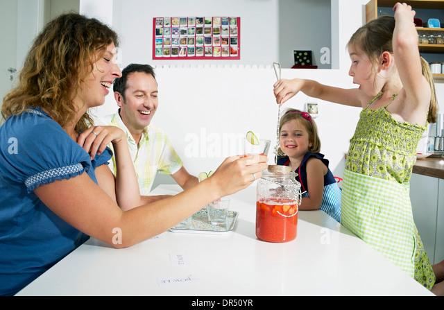 Family In the Kitchen - Stock-Bilder