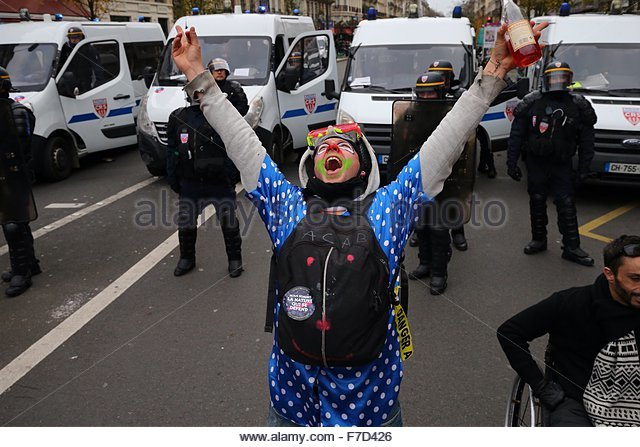 Paris-10E-Arrondissement, France. novembre 29th, 2015. FRANCE, Paris : A demonstrator dressed as a clown and holding - Stock Image