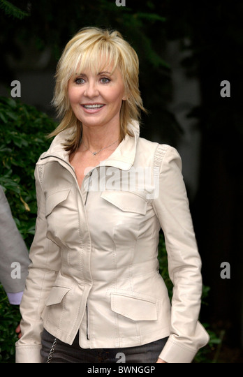 Singer and actress Lulu joins other celebrities for a party in Carlyle Square in fashionable Chelsea. - Stock Image