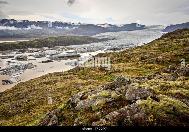 Hoffellsjokul Glacier and icebergs on glacier lagoon, Vatnajokull National Park, Iceland - Stock-Bilder