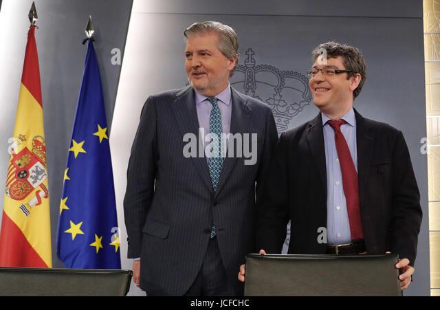 Spanish Government's Spokesman, Inigo Mendez de Vigo (L), and Energy, Tourism and Digital Agenda Minister, Alvaro - Stock Image