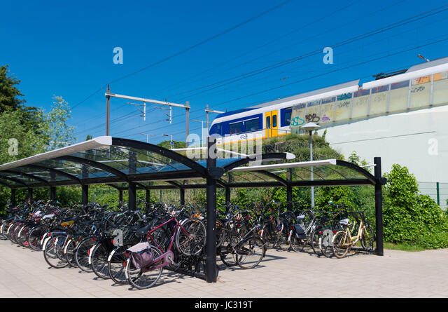 Bicycle In Covered Bike Parking Stock Photos Amp Bicycle In Covered Bike Parking Stock Images Alamy