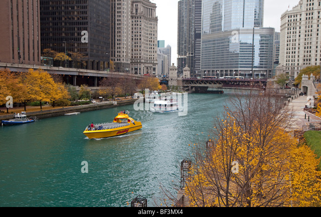 Chicago, Illinois - Tour boats on the Chicago River. - Stock Image