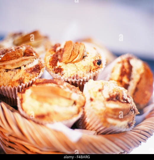 basket catalogue 2 cinnamon bun close-up color image detail food food and drink muffin pastry square Swedish catalogue - Stock-Bilder