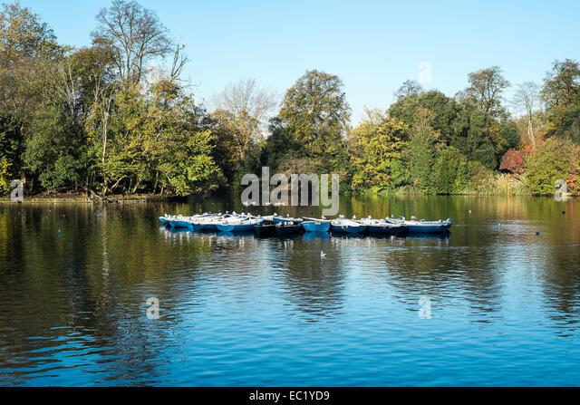 pretty scenic boating lake pond park boats London Victoria park Hackney - Stock Image