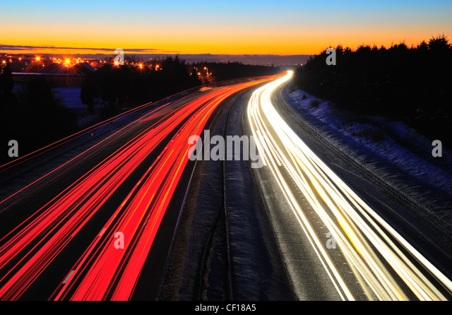 Traffic light trails on the M8 motorway in Scotland between Glasgow and Edinbutrgh. Taken at night in the winter. - Stock-Bilder