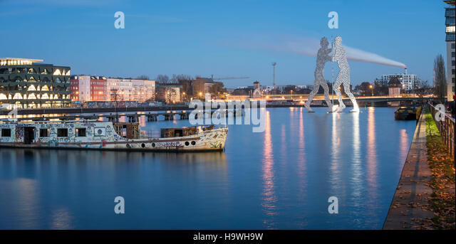 Panorama Spree, Molecule Man Sculpture by Artist Jonathan Borofsky, River Spree, Berlin, Germany - Stock Image