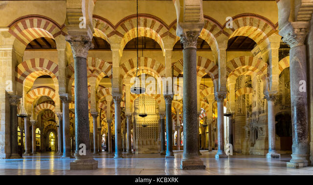 Interior view mezquita catedral cordoba stock photos for Mezquita de cordoba interior