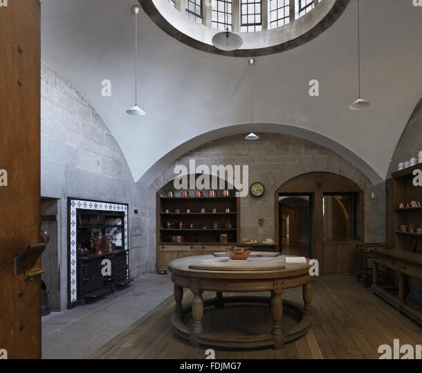 The Kitchen at Castle Drogo, Devon, with the circular beechwood table designed by the architect of the house, Edwin - Stock-Bilder