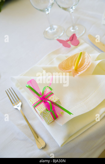 wedding dinner table ornaments and setting - Stock Image
