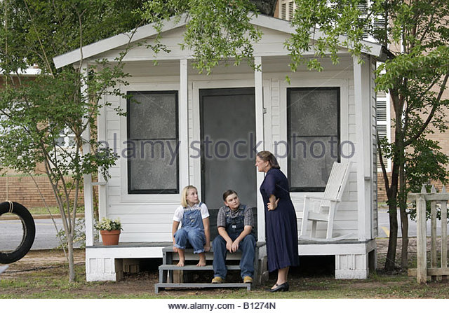 Monroeville Alabama Courthouse Square To Kill a Mockingbird actors girl boy teen woman actors stage scene costume - Stock Image