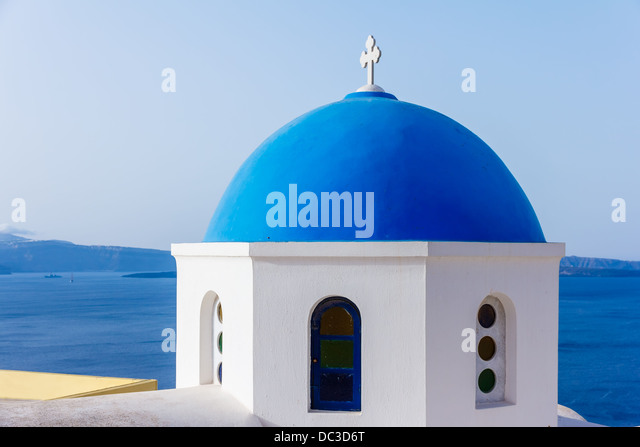 Traditional blue dome in Oia village in Santorini, Greece - Stock Image