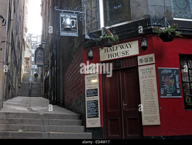 Halfway House Pub, Fleshmarket Close, Edinburgh City, Scotland, UK - Stock Image