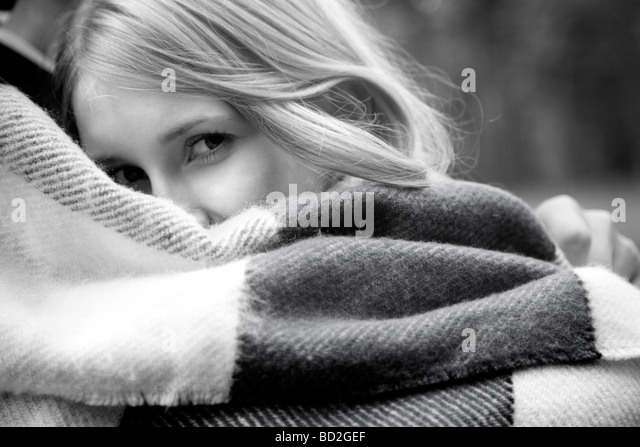 Couple wrapped in blanket - Stock Image