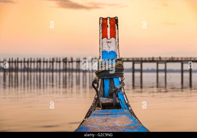 Mandalay, Myanmar on the Taungthaman Lake in front of U Bein Bridge. - Stock-Bilder