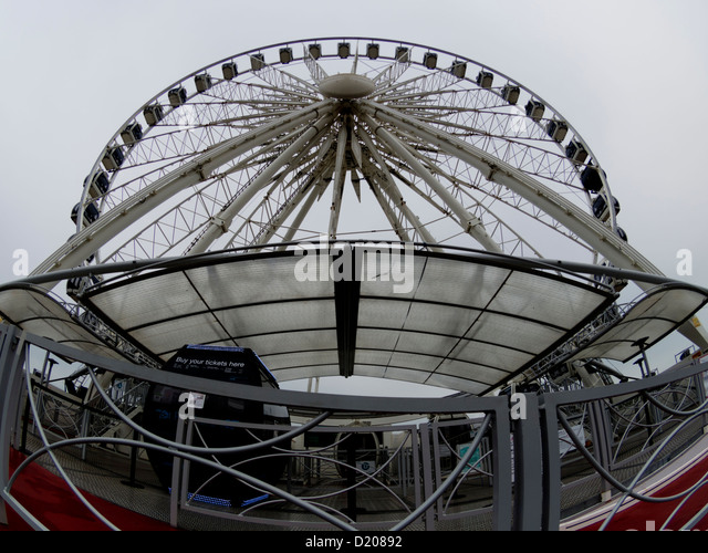 Wide-angle shot of the Brighton wheel, Brighton seafront, Sussex, UK - Stock Image