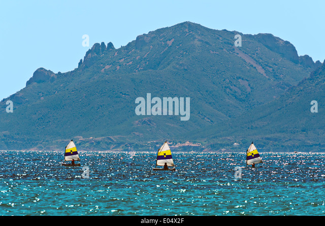 Europe, France, Alpes-Maritimes, Cannes. School, sailing dinghies. - Stock Image