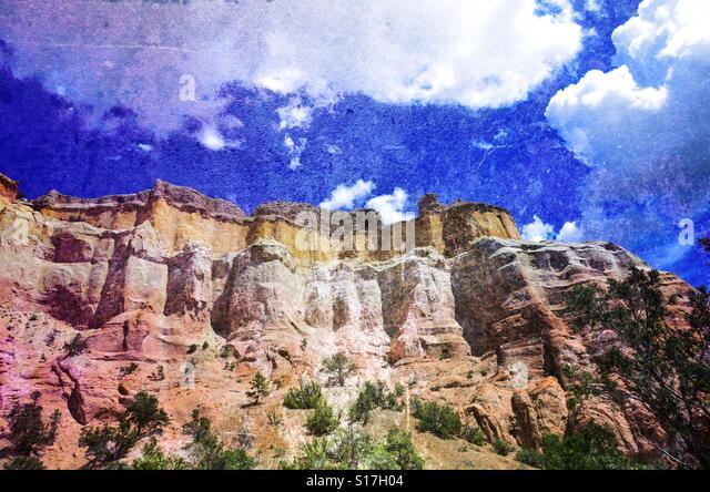 Georgia O'KEEFE Abiquiu NM cliffs rock formation - Stock Image