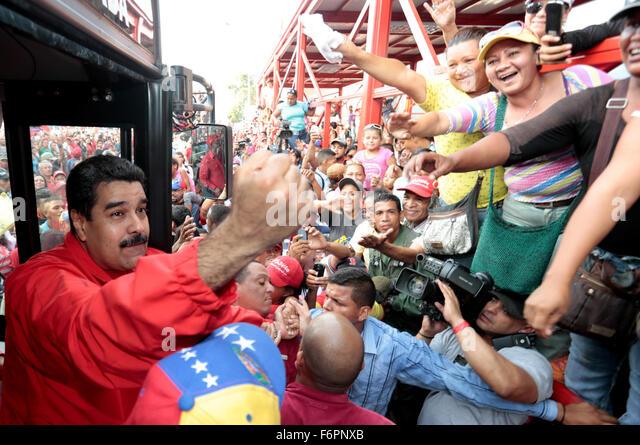 Anzoategui, Venezuela. 18th Nov, 2015. Image provided by Venezuela's Presidency shows Venezuelan President Nicolas - Stock Image