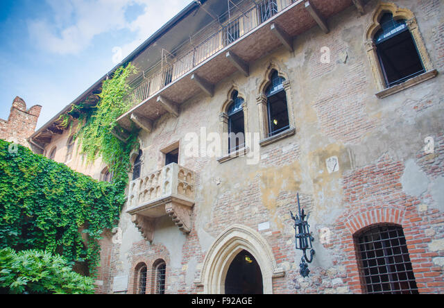 Romeo juliet william shakespeare scene stock photos for Famous balcony