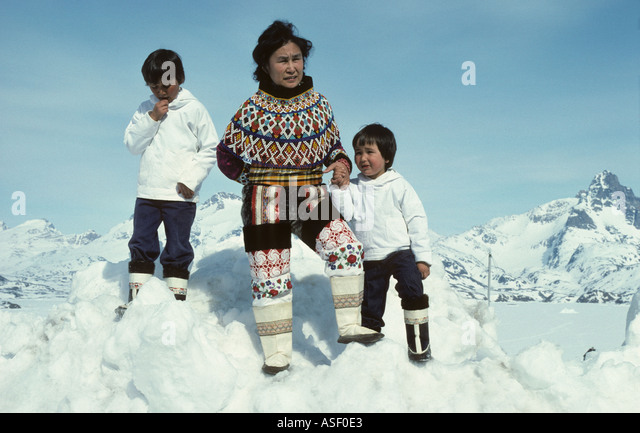 eskimo-inuit-family-mother-and-sons-in-n