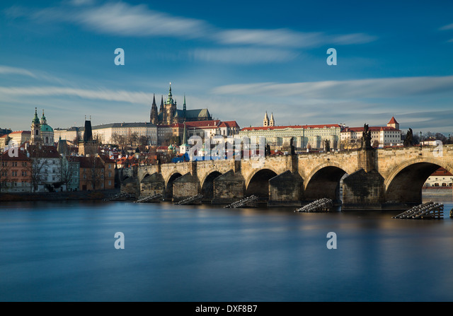 the Castle District, St Vitus Cathedral and the Charles Bridge over the River Vltava, Prague, Czech Republic - Stock-Bilder
