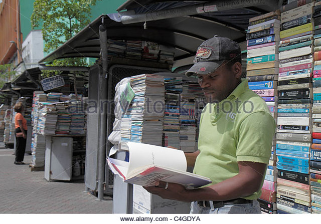 Dominican Republic Santo Domingo Calle Caracas outdoor market used books bookstore bookseller business vendor publishing - Stock Image