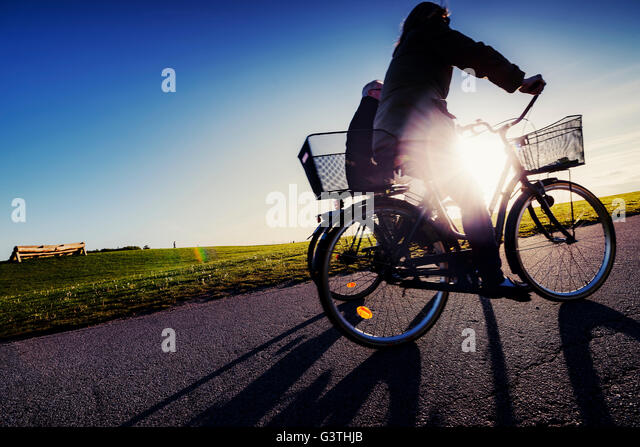 Sweden, Skane, Malmo, Ribersborg, Side-view of cyclists in park - Stock Image