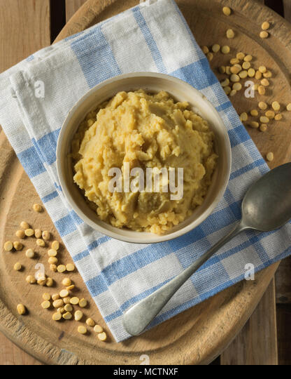 Pease pudding. Mashed yellow split peas. UK Food - Stock Image