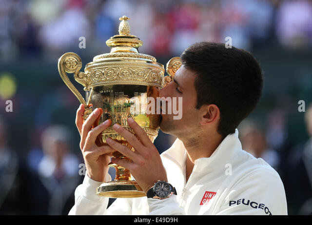 London, London, UK. 6th July, 2014. Serbia's Novak Djokovic kisses the trophy after winning the men's singles - Stock-Bilder
