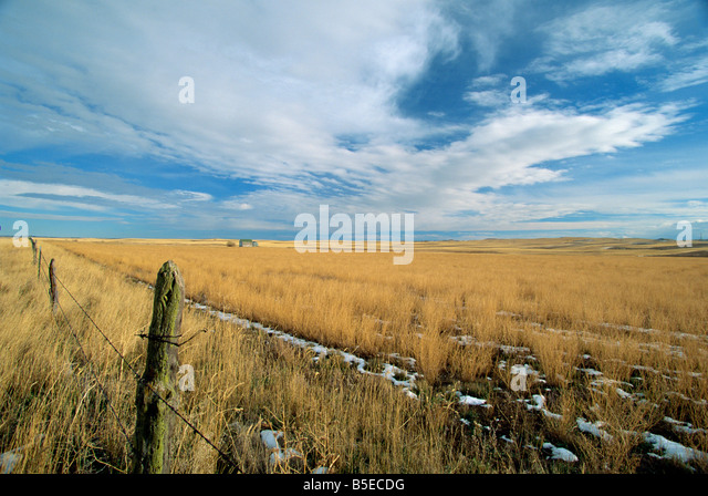 Landscape of the great wide open spaces of the prairies, in the south west of North Dakota, USA, North America - Stock Image