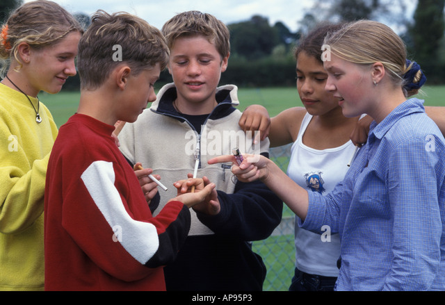 teenagers smoking - Stock Image