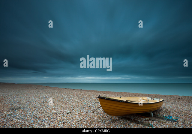 A boat at Dungeness beach, Kent, England. - Stock Image