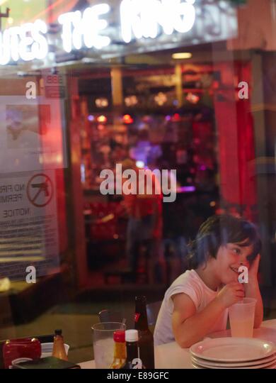 Boy sitting at Diner in Memphis - Stock-Bilder