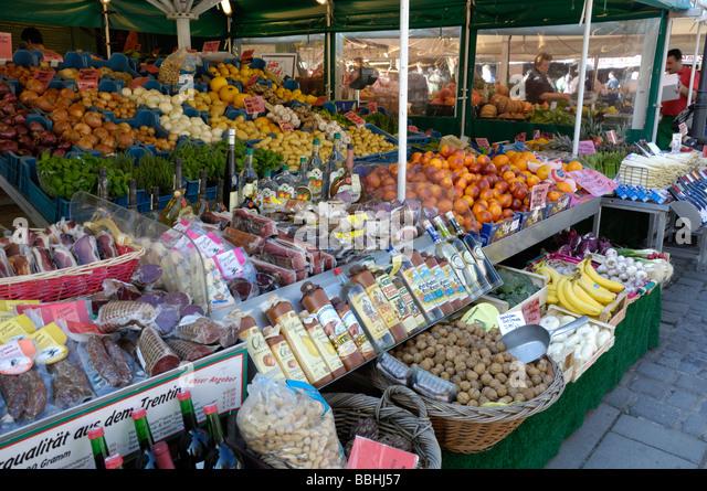 Food market, Vikualienmarkt, Munich, Bavaria, Germany - Stock Image