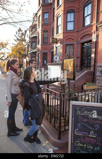 Newbury Street in the Back Bay area of Boston is a vibrant shopping and people watching location. - Stock Image