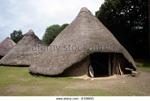 Castell Henllys Celtic Iron Age Fort thatched and wattles roundhouse on original site Pembrokeshire Wales AAAC Ltd - Stock-Bilder
