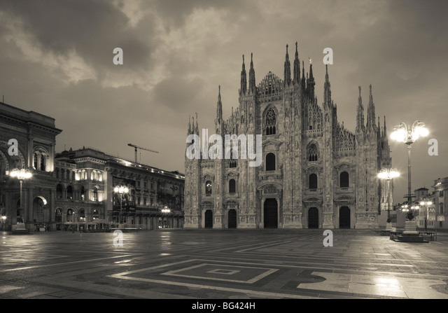 Italy, Lombardy, Milan, Piazza del Duomo, Duomo, cathedral, dawn - Stock Image