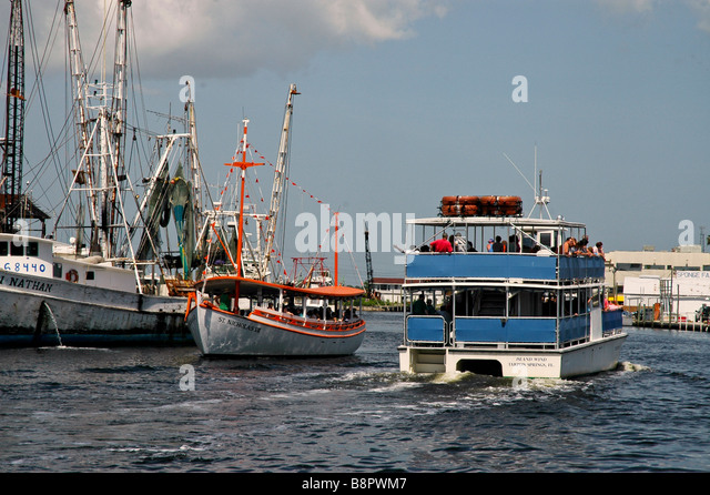 Tarpon Springs Fl traditional sponge fishing boat passes tourist tour boat Florida tourist attraction - Stock Image