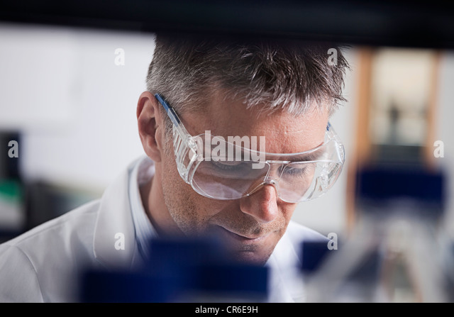 Germany, Bavaria, Munich, Scientist doing medical research in laboratory - Stock Image