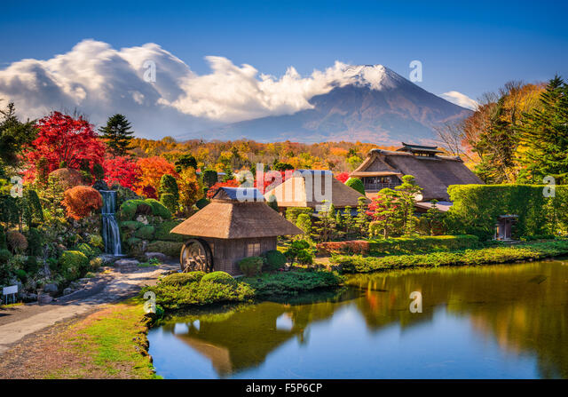 Oshino, Japan historic thatch houses with Mt. Fuji in the background. - Stock Image