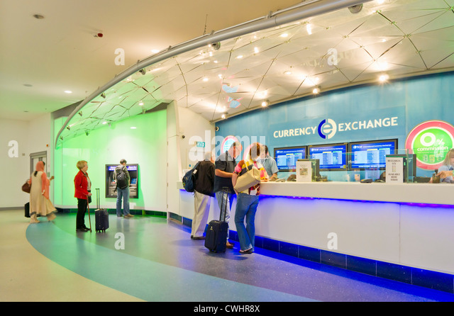 currency exchange departures lounge Manchester International Airport  England UK GB EU Europe - Stock-Bilder