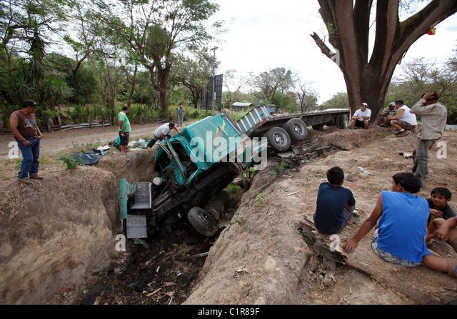 Truck crash on the Inter American Highway, Guanacaste, Costa Rica - Stock Image